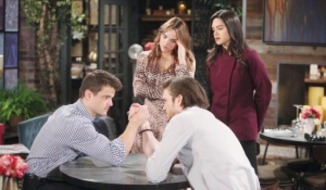 Kyle, Summer, Lola, Theo arm-wrestling Y&R