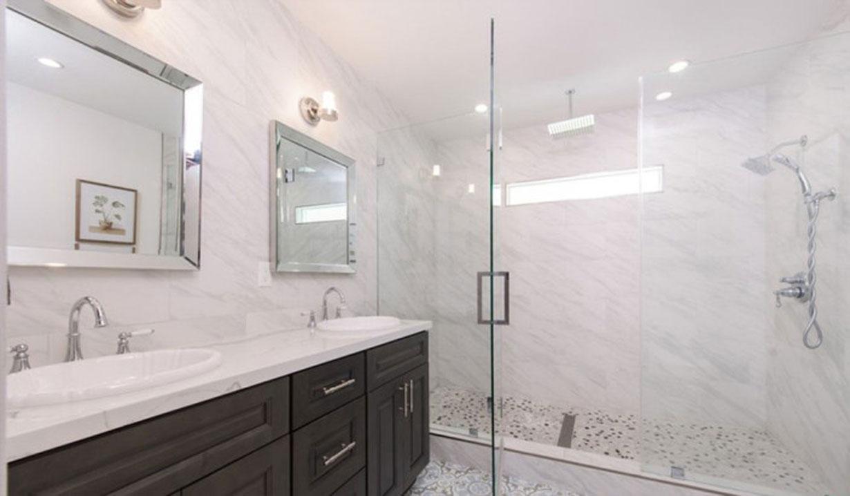 Melissa Ordway flips house bathroom Y&R