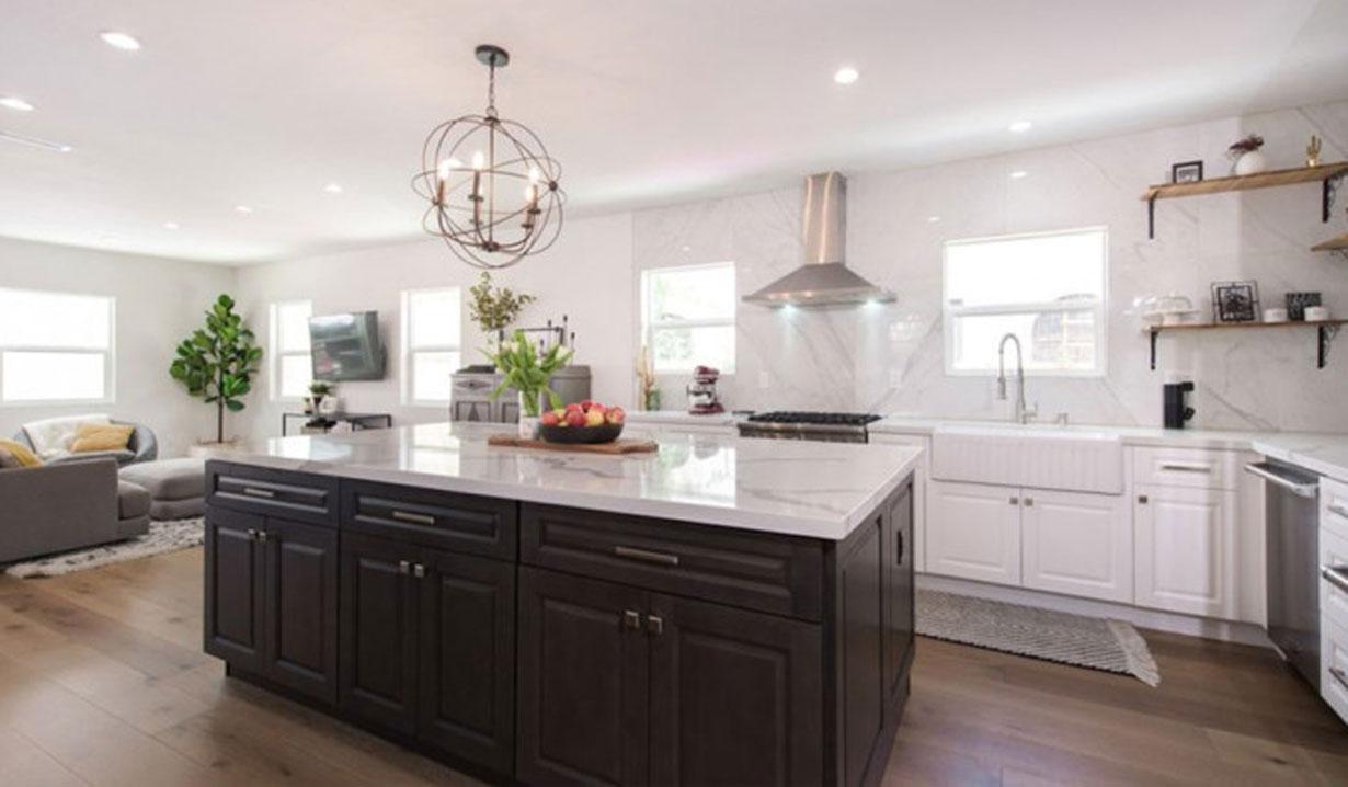 Melissa Ordway flips house kitchen Y&R