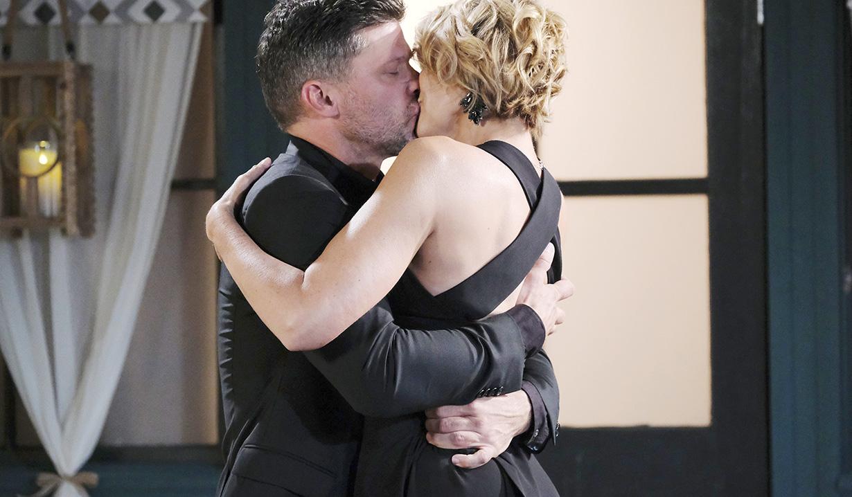 Nicole and Eric kiss DAYS