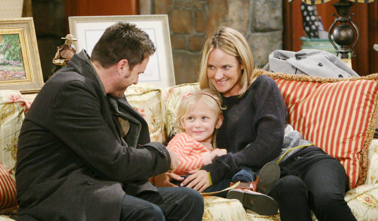 nich, sharon and little faith on the couch young and the restless