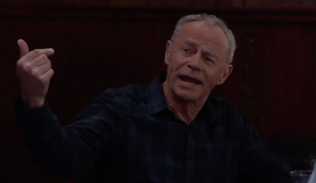 Robert is unhappy with Peter and Maxie on General Hospital