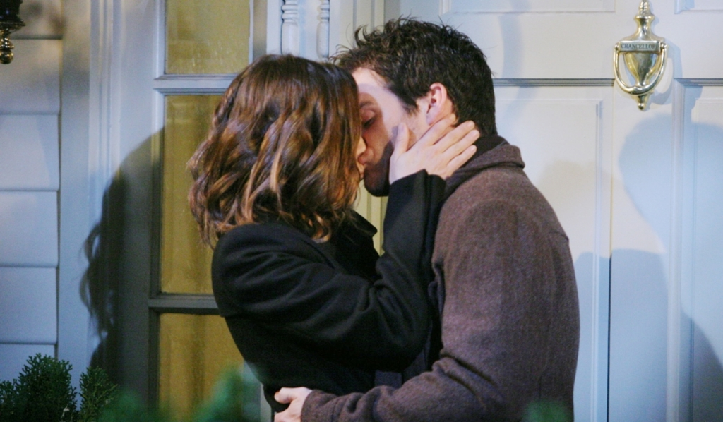 Chloe, Kevin kiss Y&R