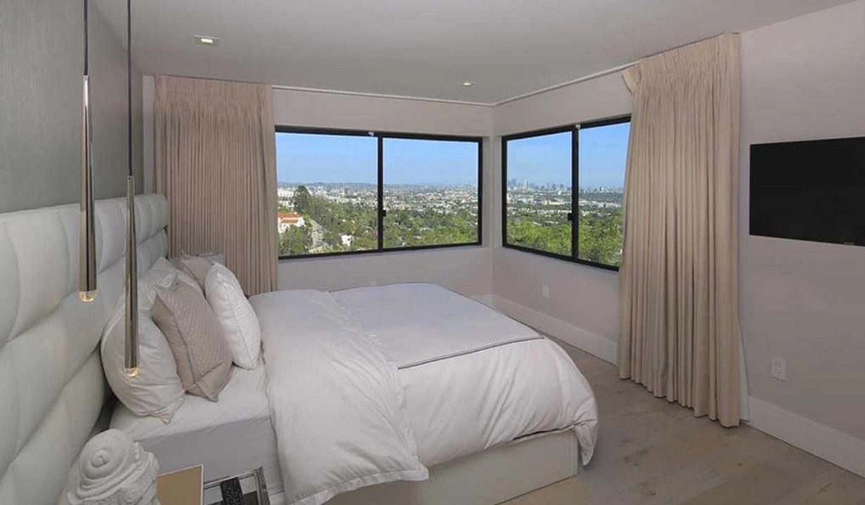 Demi Lovatohouse bedroom Y&R
