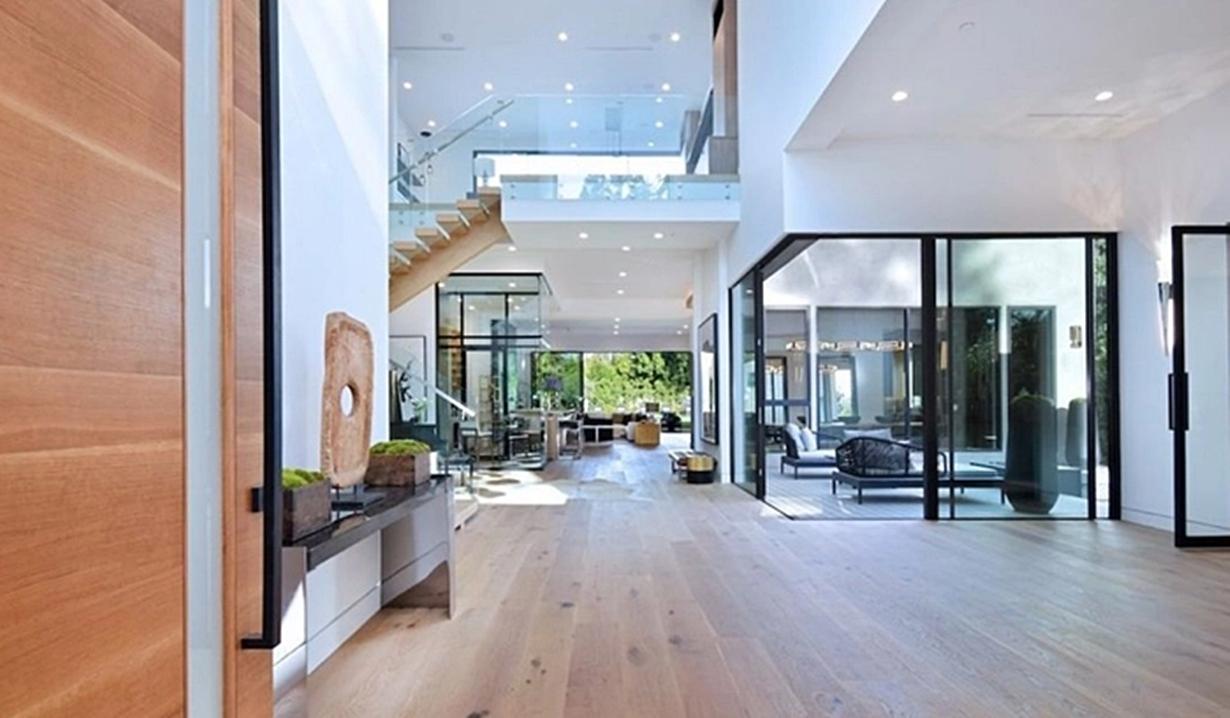 Shemar Moore home entrance Y&R