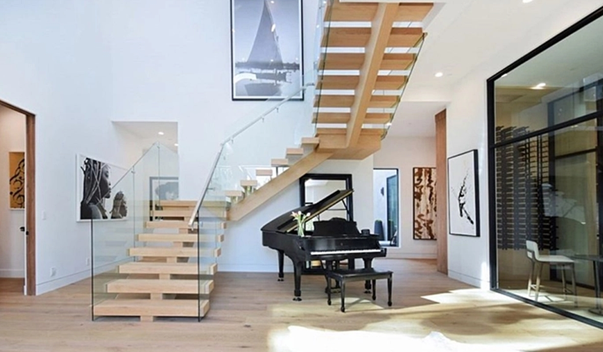 Shemar Moore home staircase Y&R
