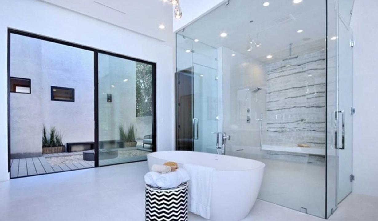 Shemar Moore home washroom courtyard Y&R