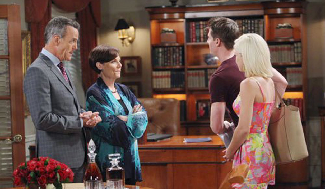 Dylan and his parents on GH