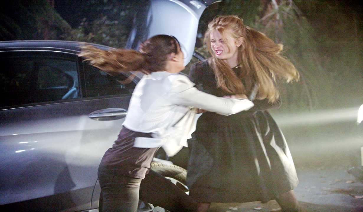 Aly attacks Steffy on the road