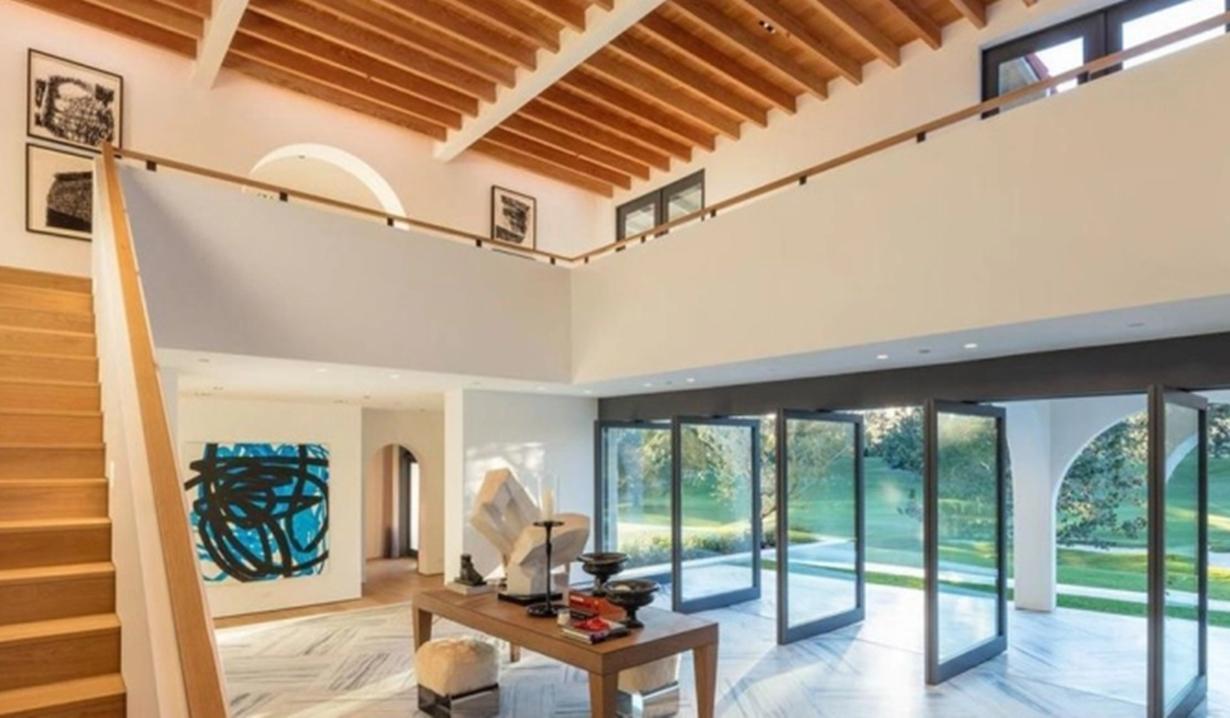 Lori Loughlin villa entry GL