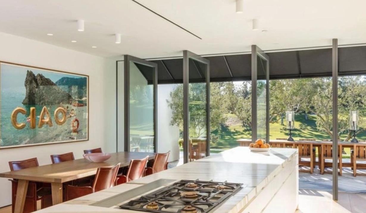 Lori Louglin villa kitchen GL