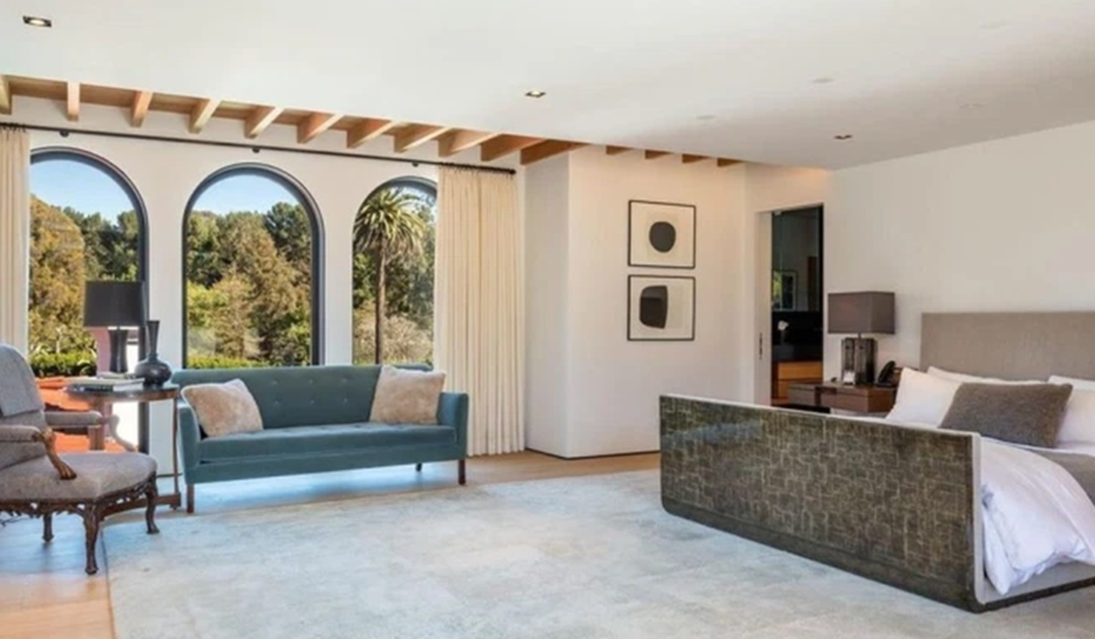 Lori Loughlin villa bedroom GL