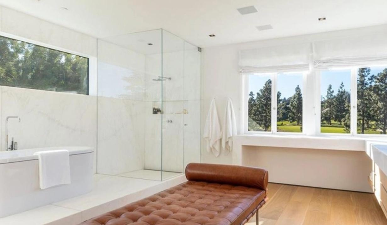 Lori Loughlin villa bathroom GL