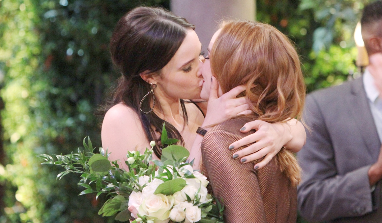 Mariah, Tessa kiss wedding Y&R