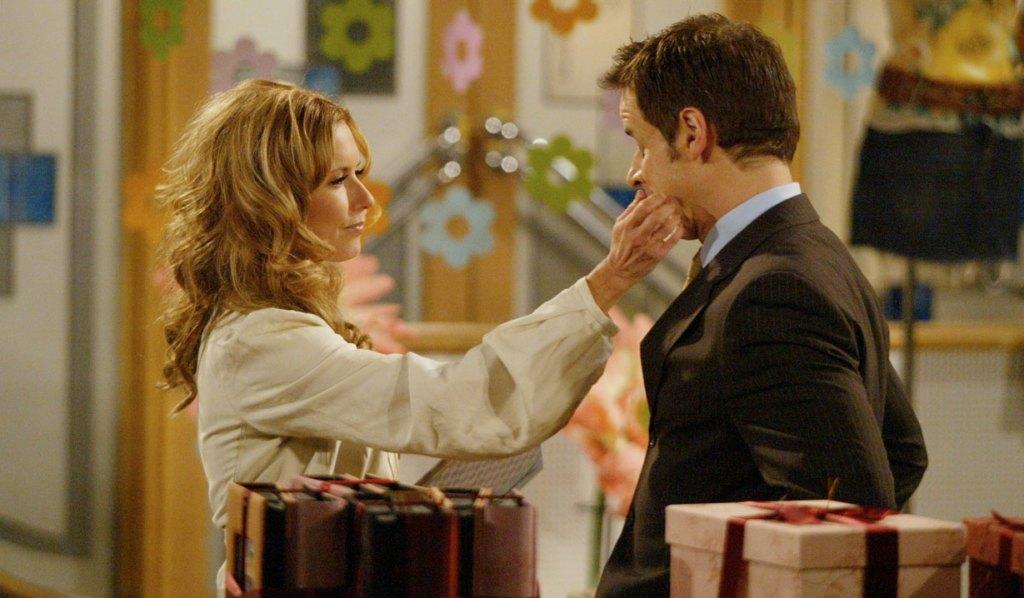 Lauren, Michael tender moment Y&R