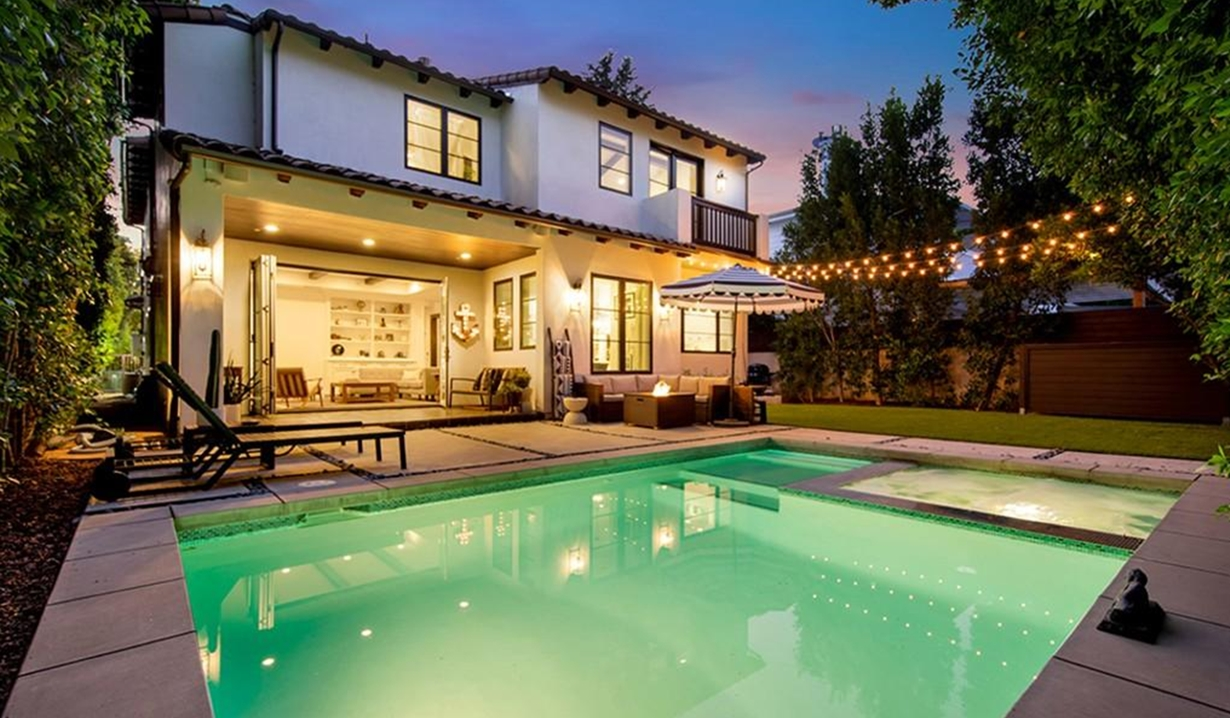 Brittany Snow house pool GL
