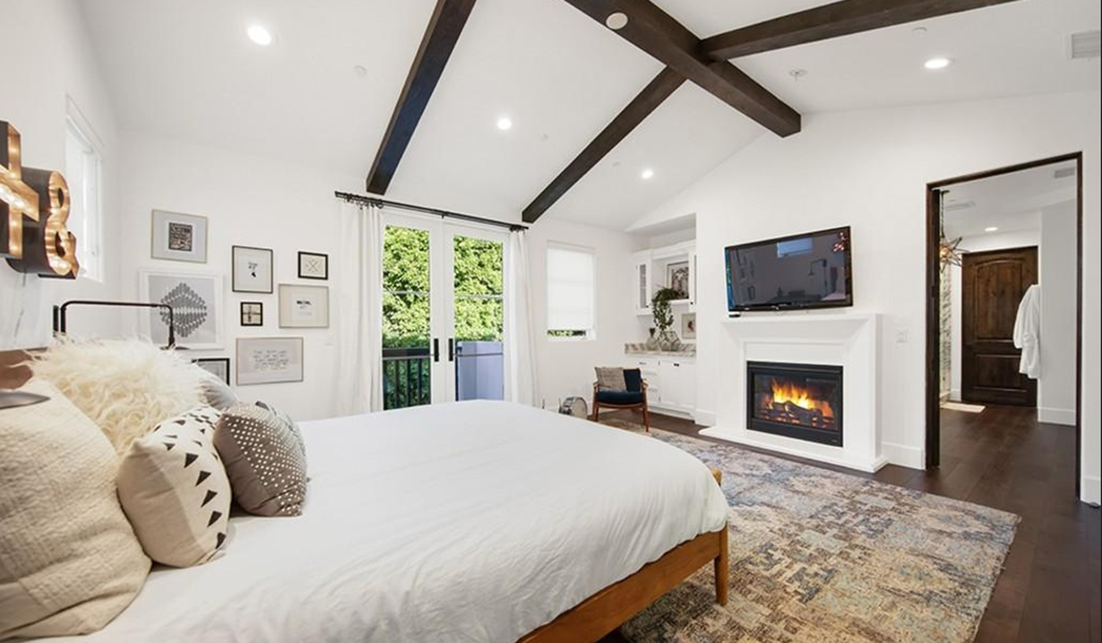 Brittany Snow house bedroom GL