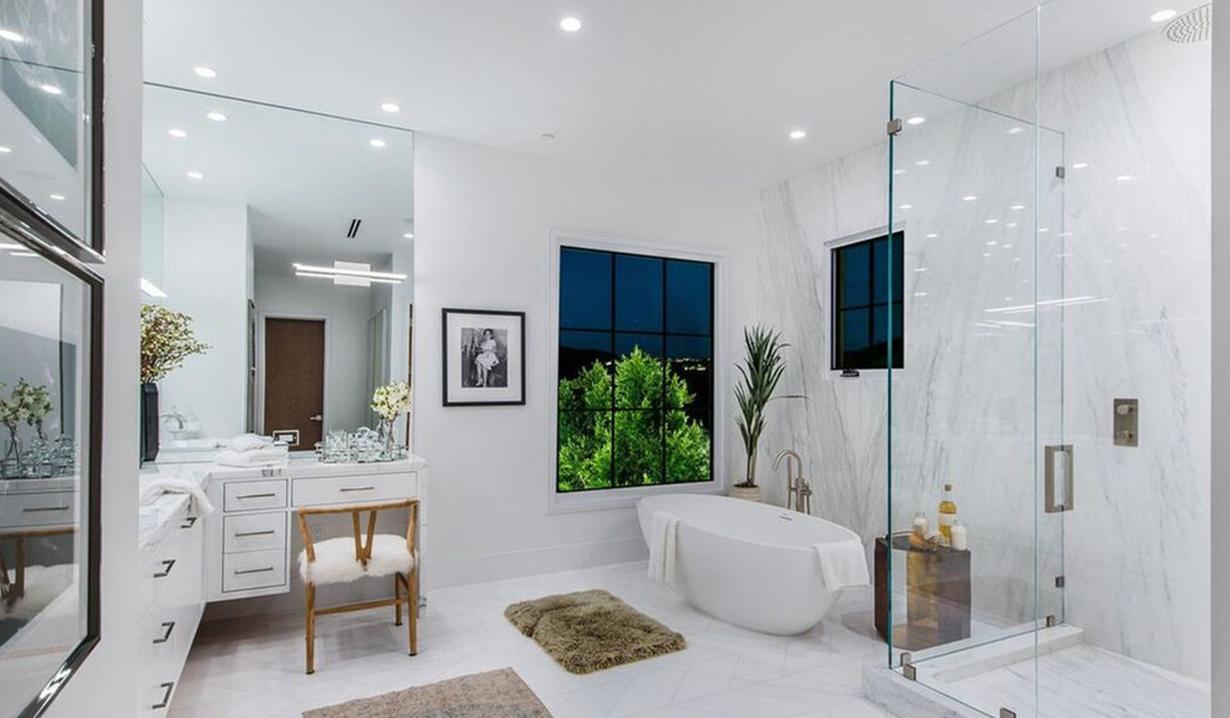 Lori Loughlin bath Hidden Hills