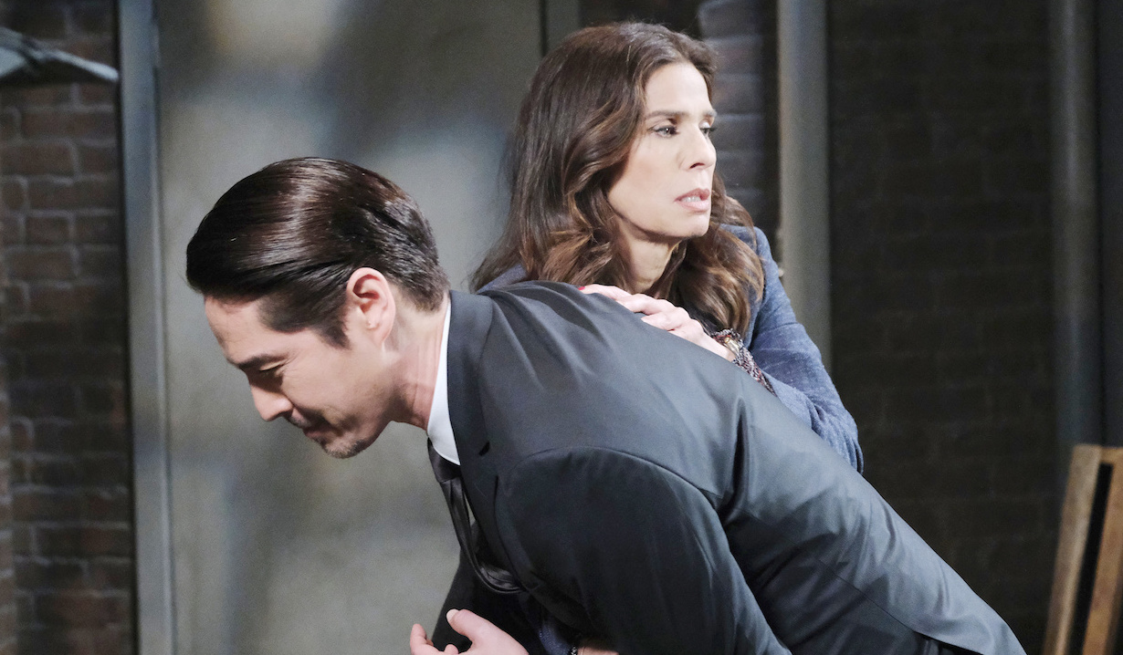 Hope Brady fights Eve Donovan's henchman Vincent on Days of our Lives