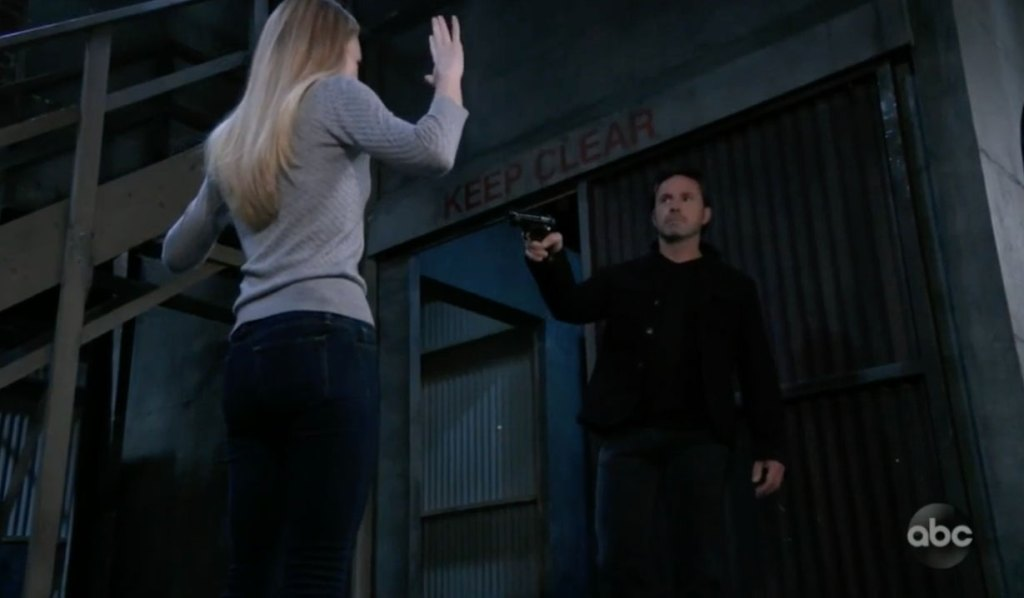Julian pulls a gun on Nelle on GH