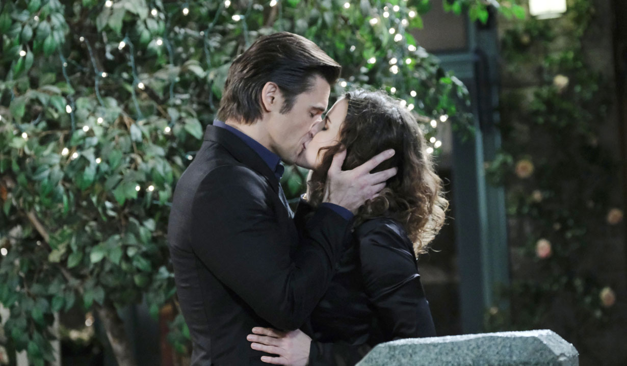 Xander and Sarah kiss on Days of our Lives