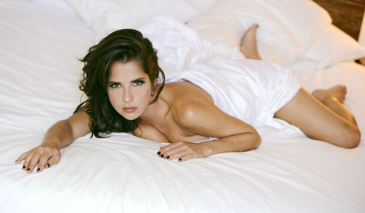 Kelly Monaco as Sam General Hospital bed sheets
