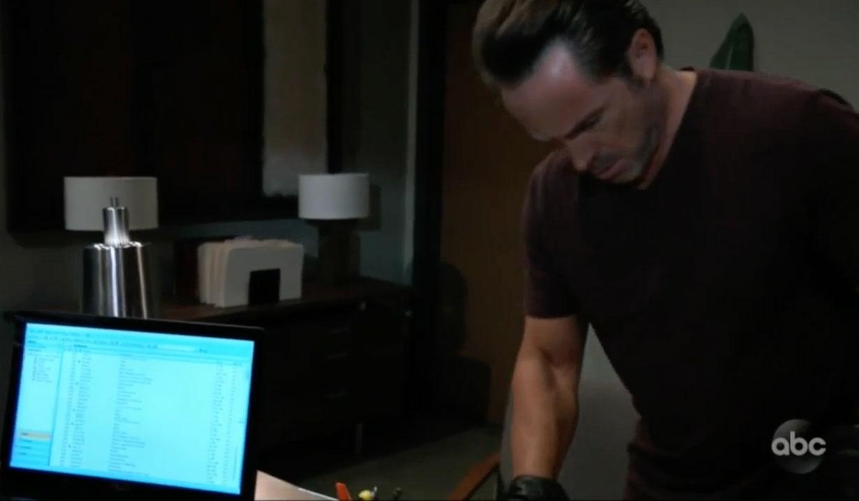 Julian breaks into Martin's office on GH