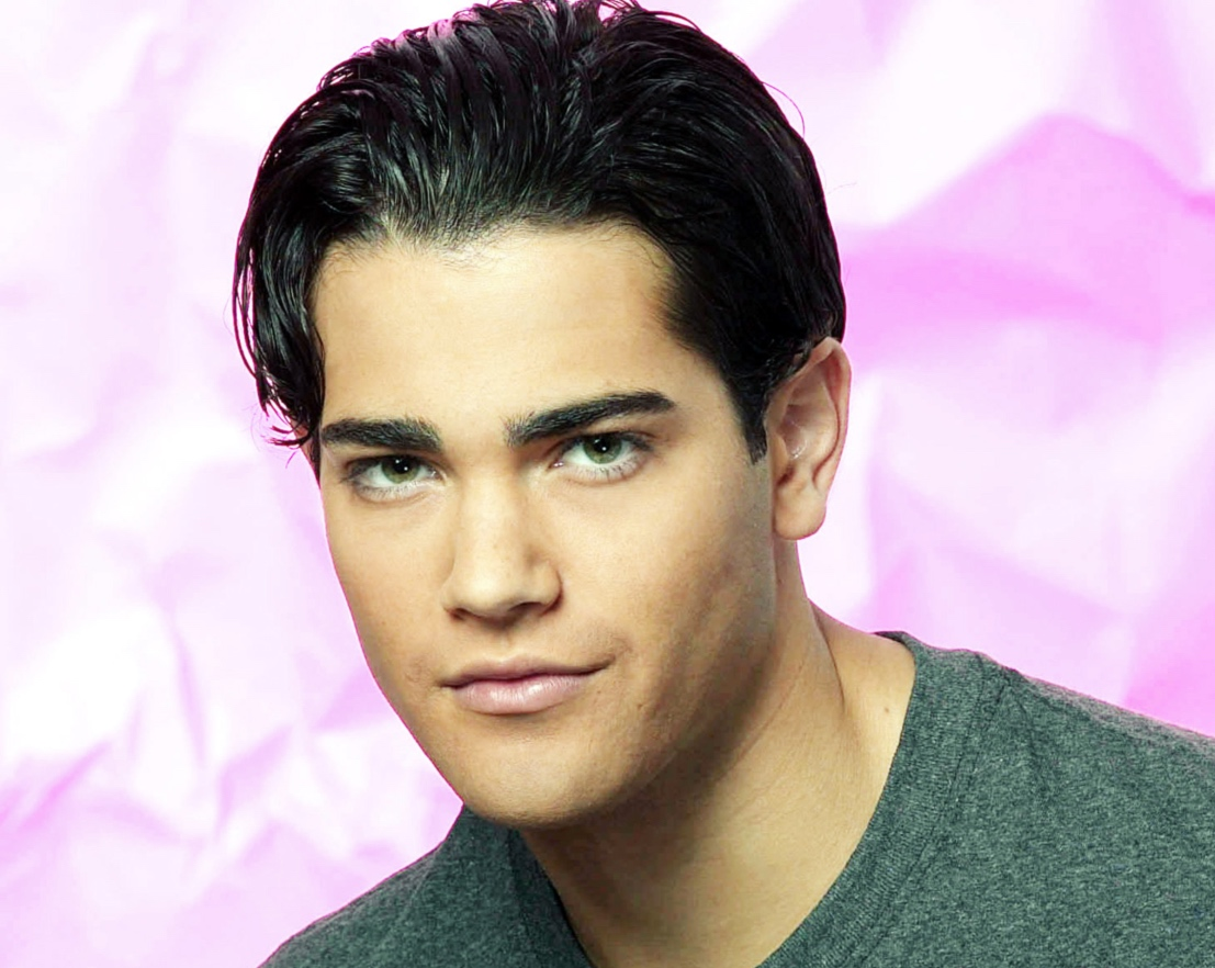 Jesse Metcalfe green shirt passions