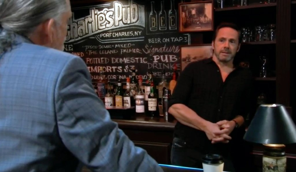 Cyrus and Julian at the bar on GH