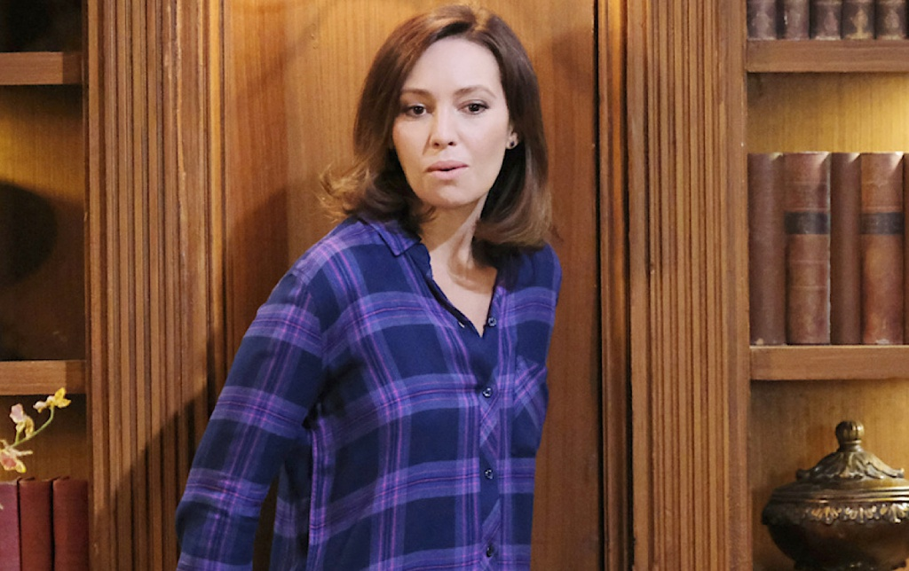Gwen sneaks into the DiMera mansion