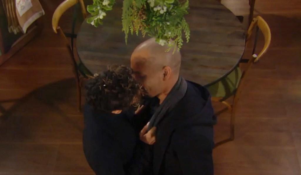 Elena, Devon kiss mistletoe Y&R