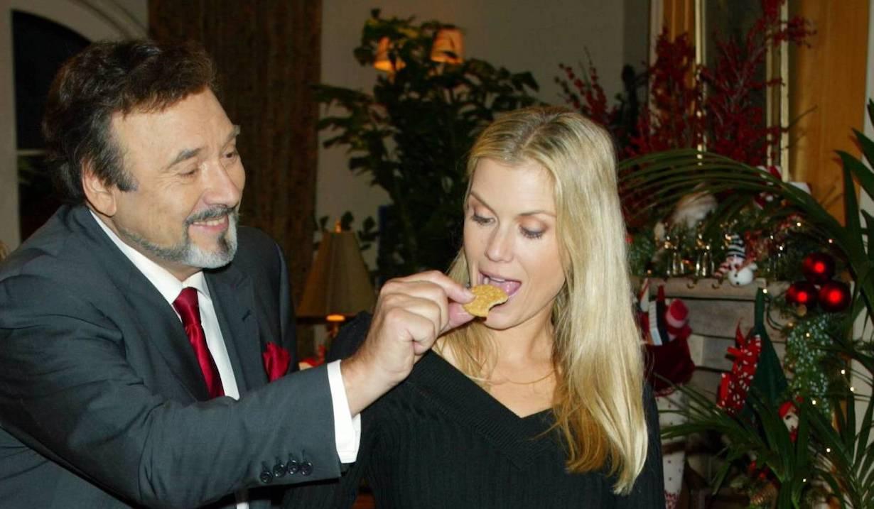 "Joe Mascolo, Katherine Kelly Lang ""The Bold and the Beautiful"" Set Christmas Episode CBS Television City 11/12/04 ©Aaron Montgomery/jpistudios.com 310-657-9661"