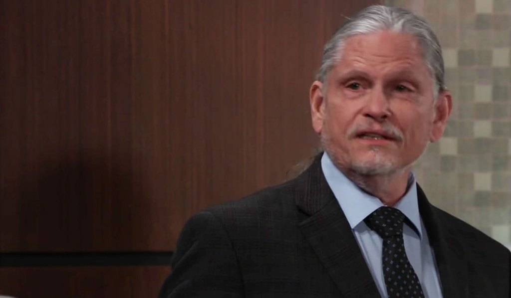 Cyrus reveals the truth to Laura on GH