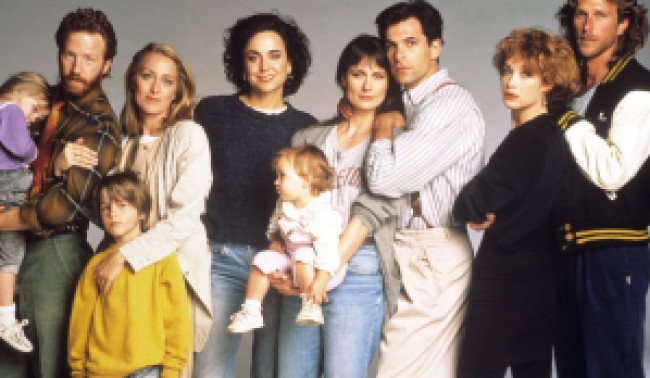 THIRTYSOMETHING, adults from left: Timothy Busfield, Patricia Wettig, Polly Draper, Mel Harris, Ken Olin, Melanie Mayron, Peter Horton, (Season 1), 1987-1991. photo: ©MGM Television/courtesy Everett Collection