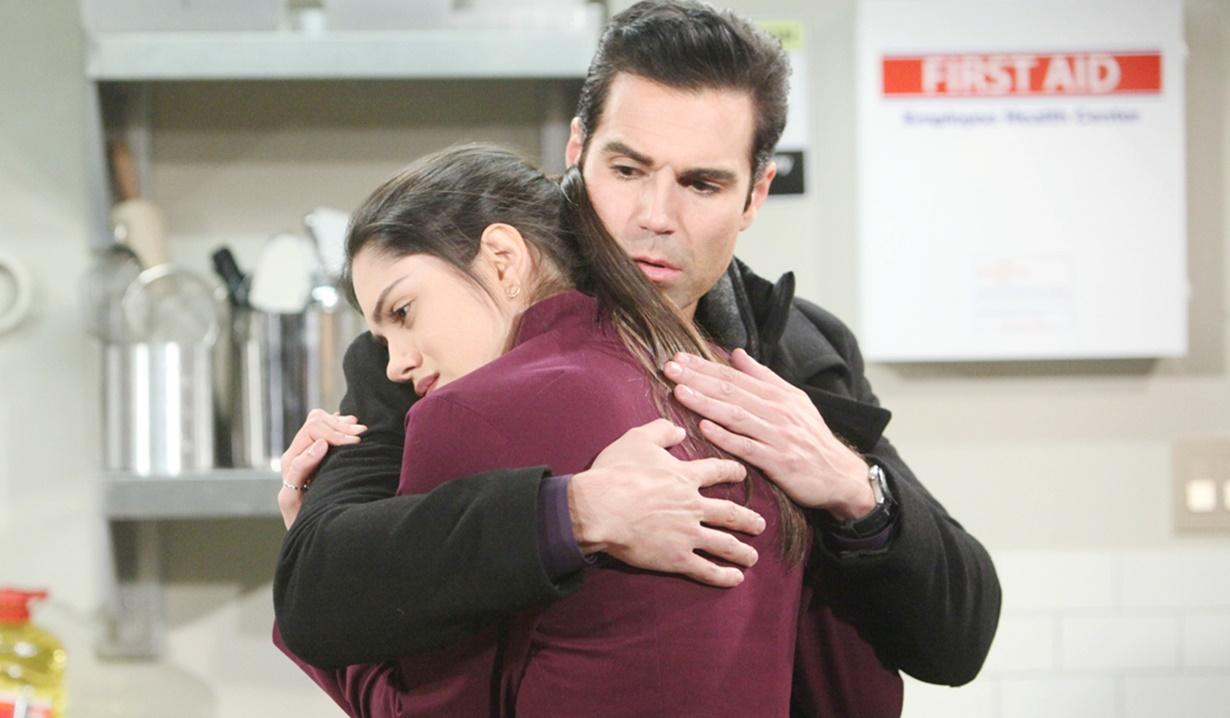 Lola, Rey hug Y&R