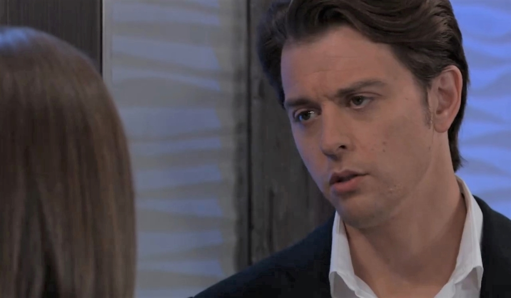 Michael wants Willow to stay at Metro Court General Hospital