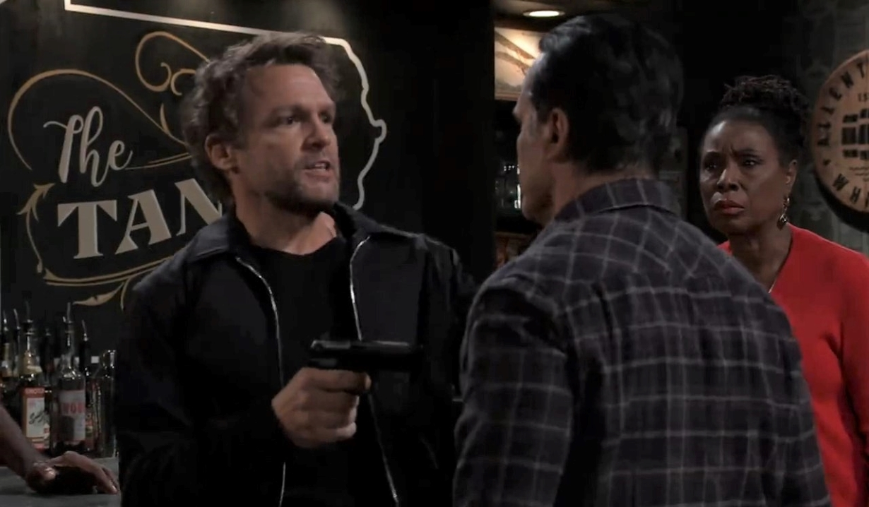 Sonny stops robber at Tan'o's General Hospital