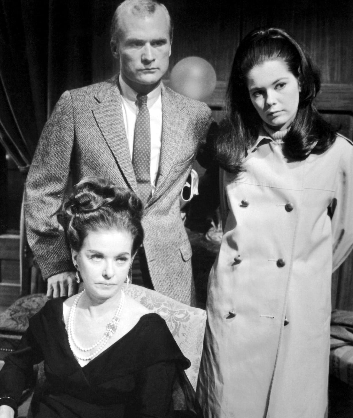 DARK SHADOWS, Joan Bennett (seated), Louis Edmonds, Alexandra Isles, (1966), 1966-71