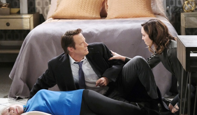 Jack shocked over Laura's lifeless body on Days of Our Lives