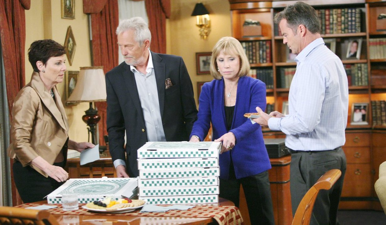 Pizza for Thanksgiving on General Hospital