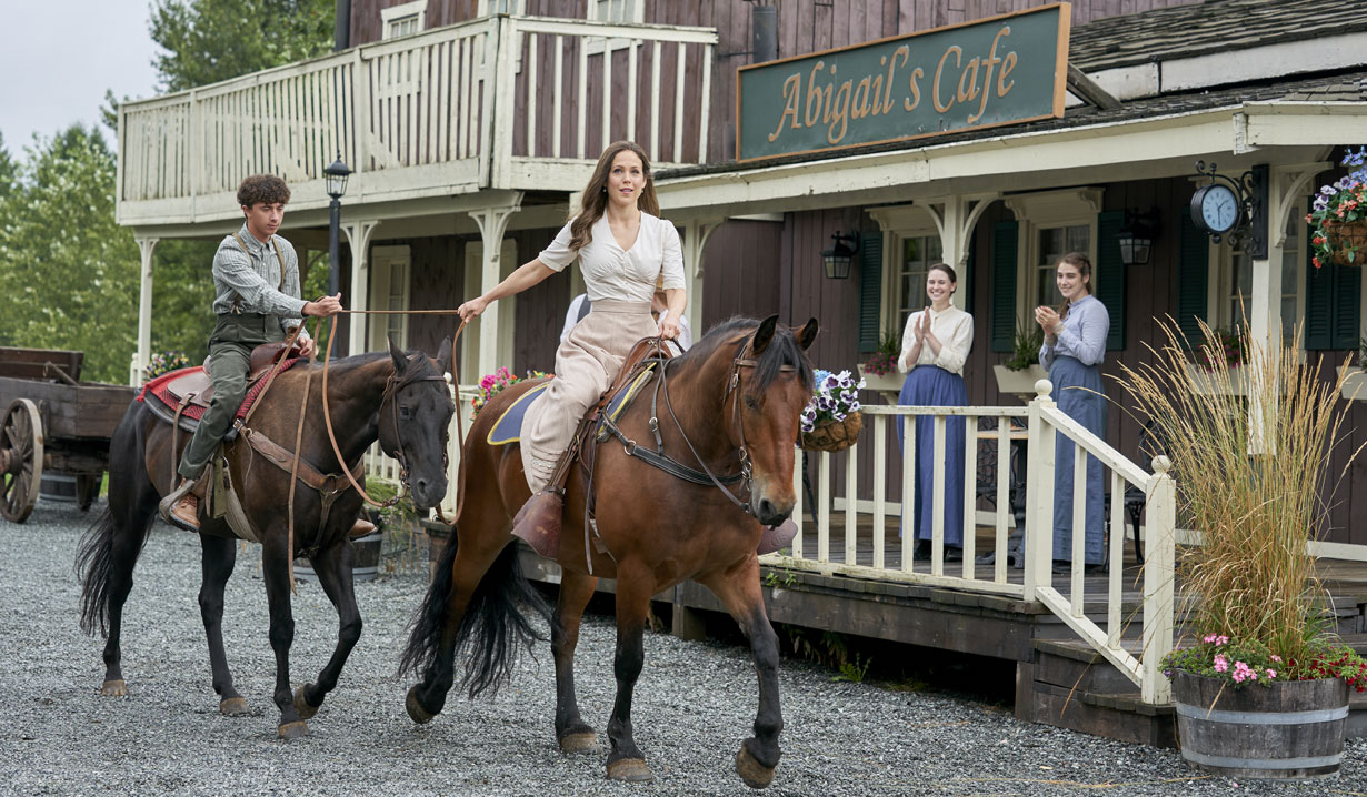 When Calls the heart Elizabeth on horse Hallmark