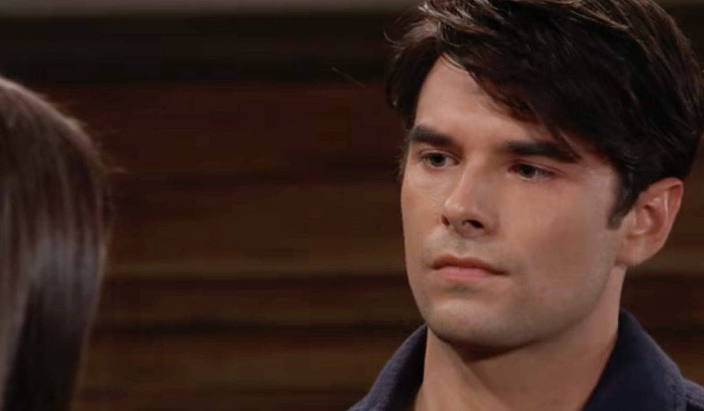 Chase leans on Willow on GH