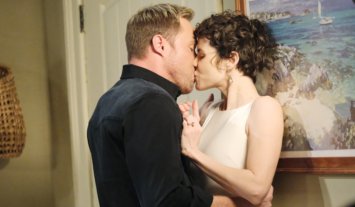 """Rex and """"Sarah"""" kiss on Days of Our Lives"""
