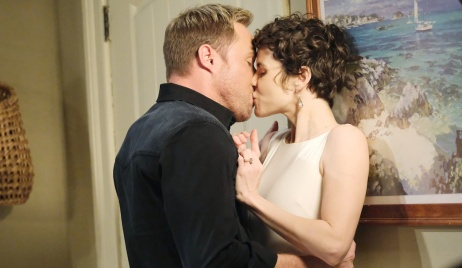"Rex and ""Sarah"" kiss on Days of Our Lives"