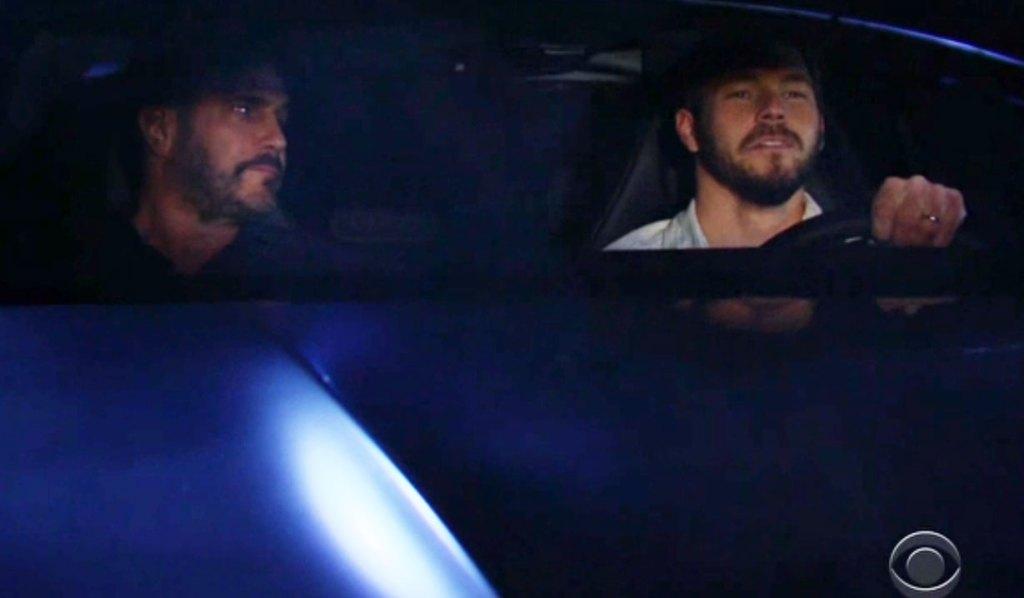 Bill en Liam rijden auto moord mysterie bb