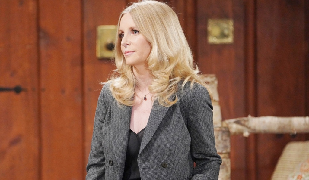 Christine arrives at house before court Y&R