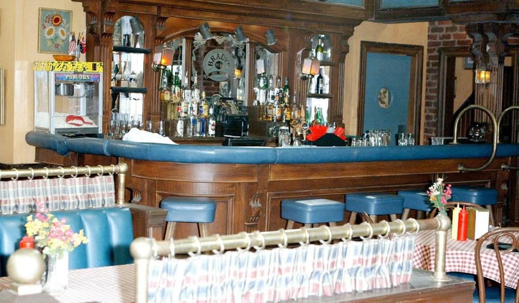 brady pub set days of our lives