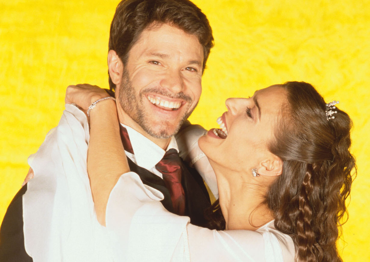 Kristian Alfonso and Peter ReckellDays of Our Lives ShootNBC Studios11/30/00© John Paschal/JPI310-657-9661