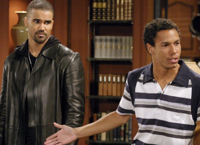 """Shemar Moore, Bryton McClure""""The Young and the Restless"""" Set CBS Television City 4/5/05 ©Brian Lowe/jpistudios.com 310-657-9661 Episode #8130"""