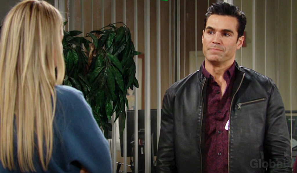 Sharon, Rey fumes hospital Y&R
